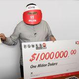 كندي يربح مليون دولار في يناصيب باوربول الامريكة من خلال ذي لوتتر
